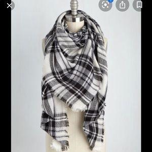 ModCloth Plaid Blanket Scarf in white,black & grey